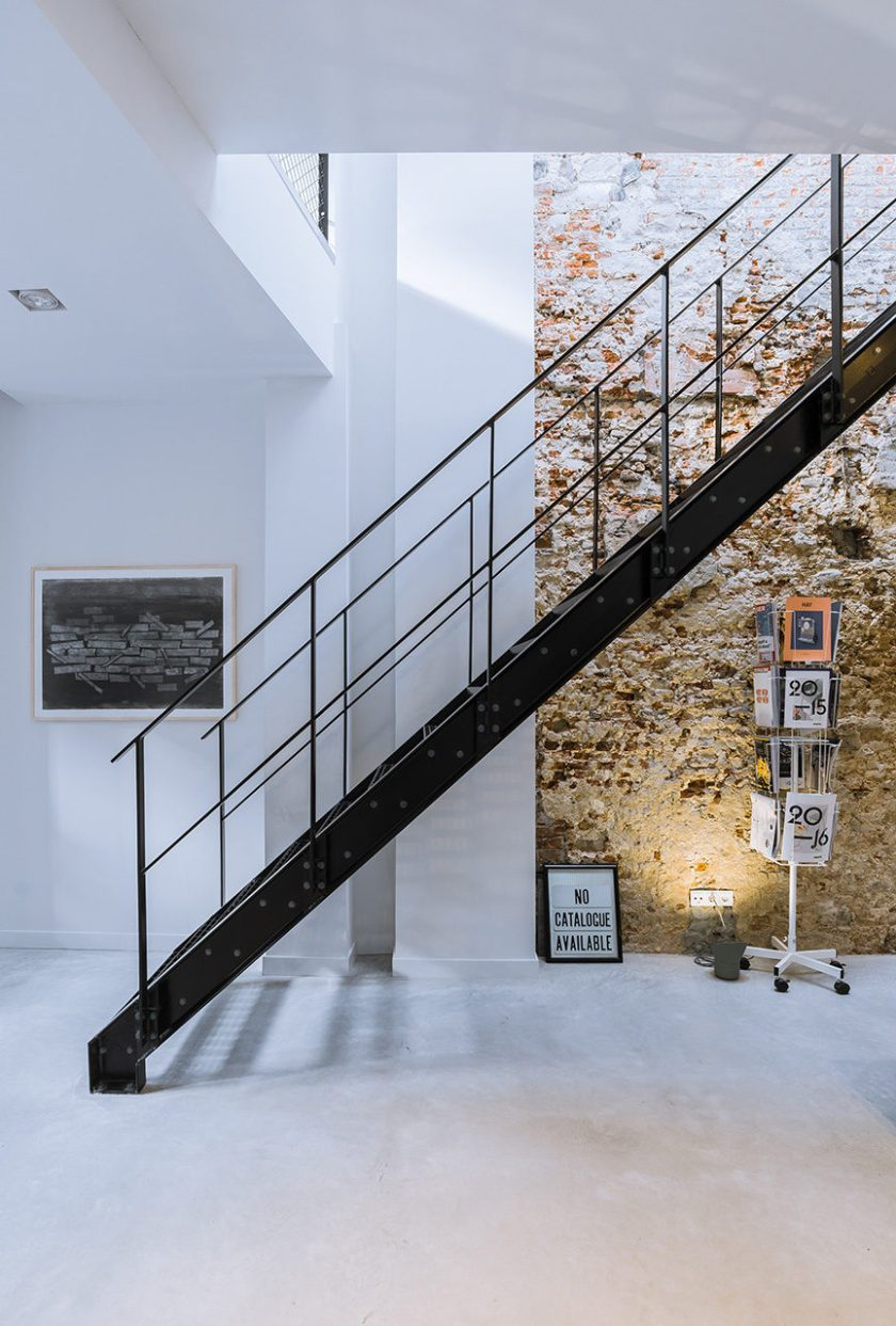 Loft-EVA-architecten-02-brick-wall-865x1280