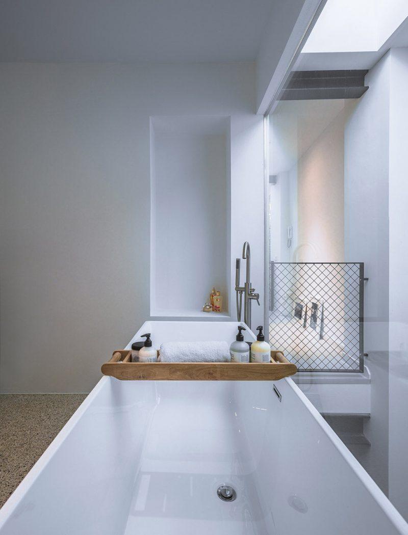 Loft-EVA-architecten-07-bathroom-975x1280