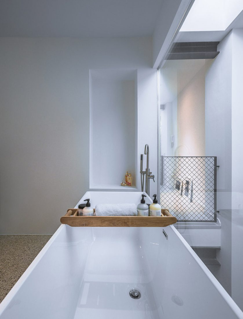 Loft-EVA-architecten-07-bathroom-975x1280