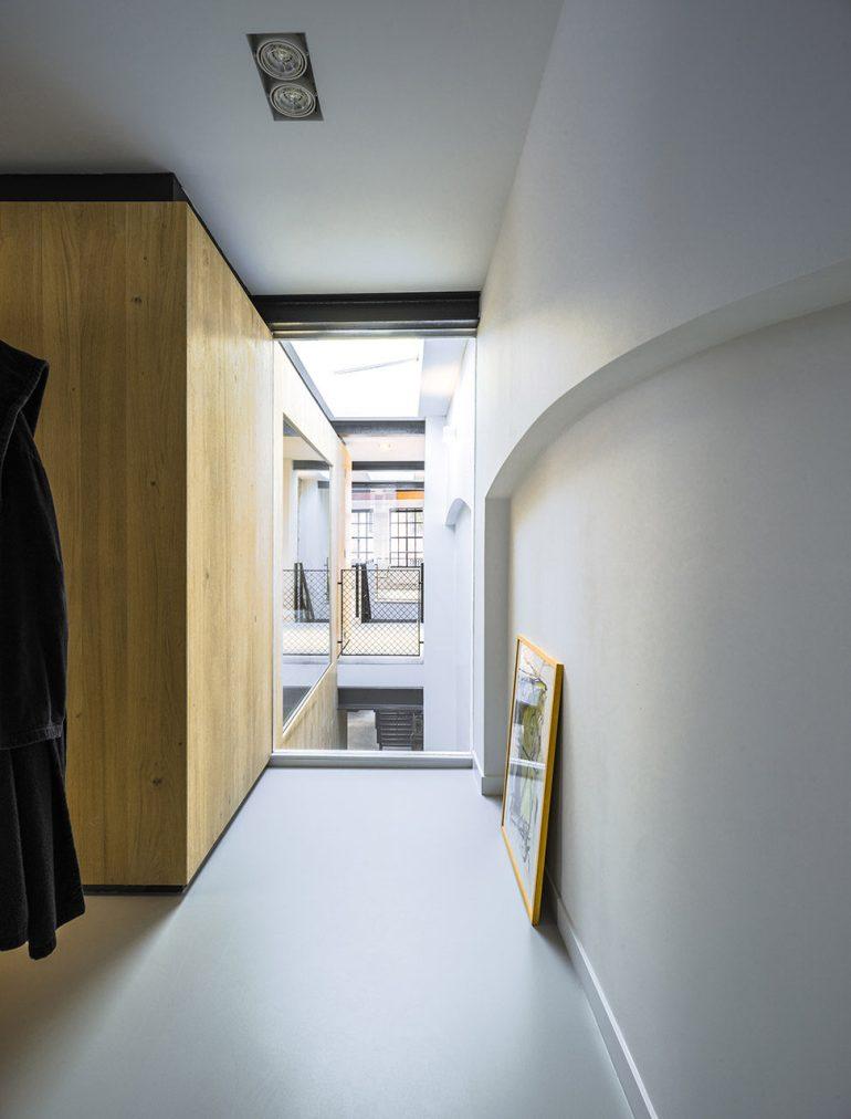 Loft-EVA-architecten-09-bedroom-973x1280