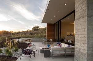 _Sparano+Mooney_Park+City+House_patio+in+mountains