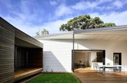 Courtyard-Cottage-Flinders-Wolveridge-Architects-Award-Winning-Sustainable-Residential-Architecture-JWA-Flinders3