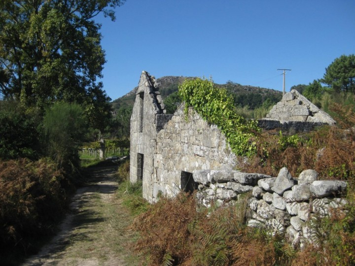 Camino-de-playa-jamie-fobert-architects-galicia-house03-1024x768