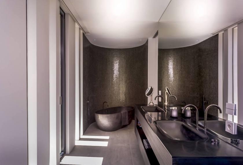 123dv-cool-blue-villa-black-bathroom-freestanding-bath