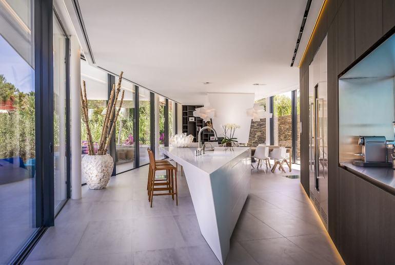 123dv-cool-blue-villa-kitchen