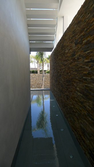 123dv-cool-blue-villa-surrounded-by-water