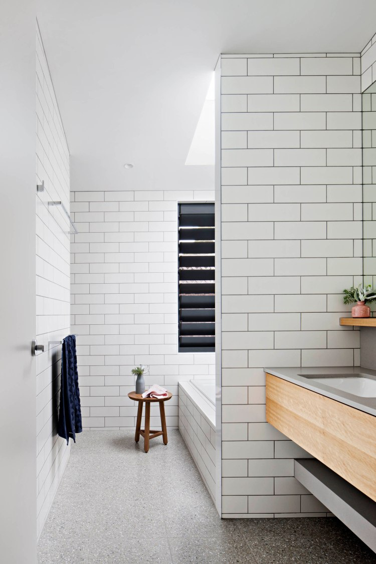bower-architecture-bathroom-coastal-skylight