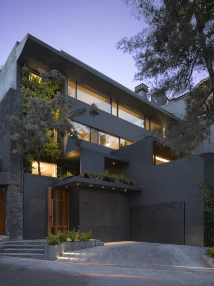 Barrancas house by Ezequiel Farca + Cristina Grappin