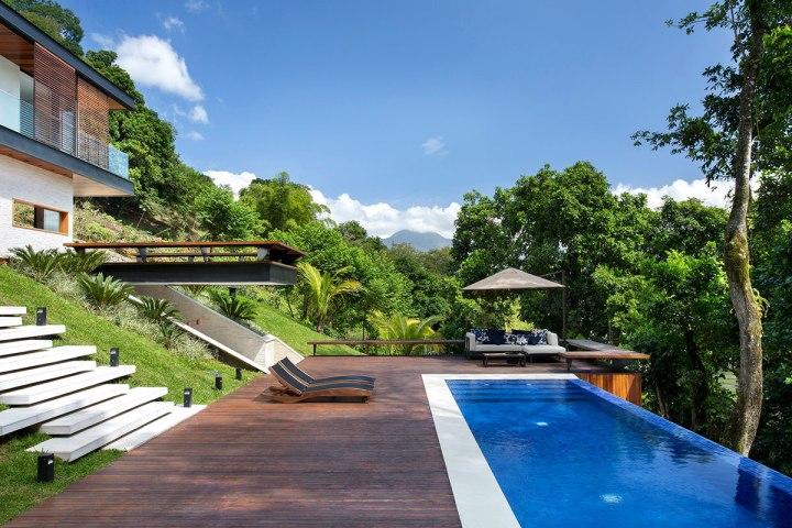 casa-portobello-04-deck-piscina-estar-vista-externa-lateral-tripper-arquitetura