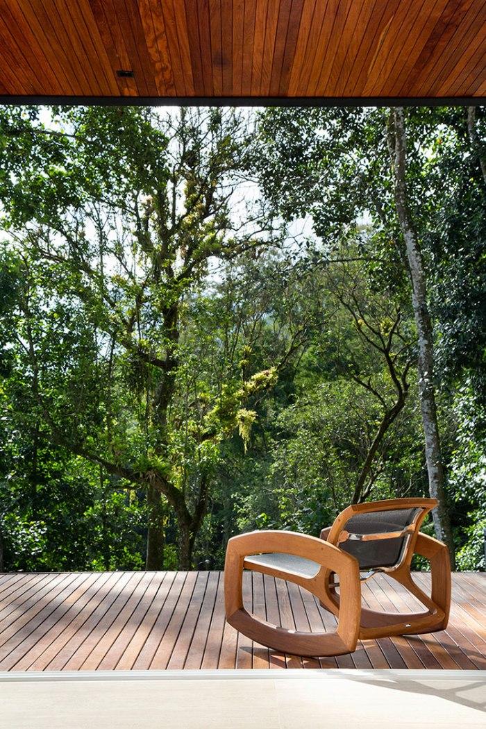 casa-portobello-14-vista-natureza-estar-mata-aconchego-varanda-madeira-externa-lateral-tripper-arquitetura