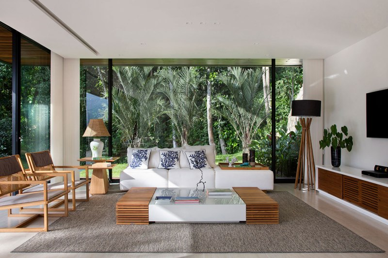 casa-portobello-20-vista-interna-estar-sala-vidro-interior-decoração-tripper-arquitetura