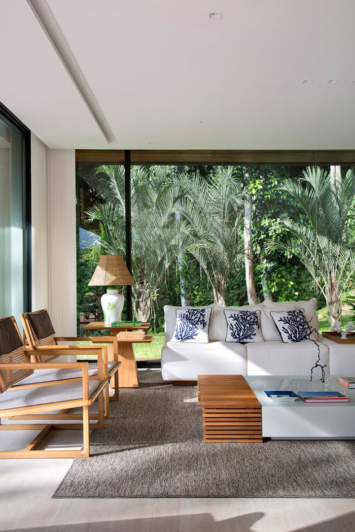 casa-portobello-21-vista-interna-estar-sala-vidro-interior-decoração-tripper-arquitetura