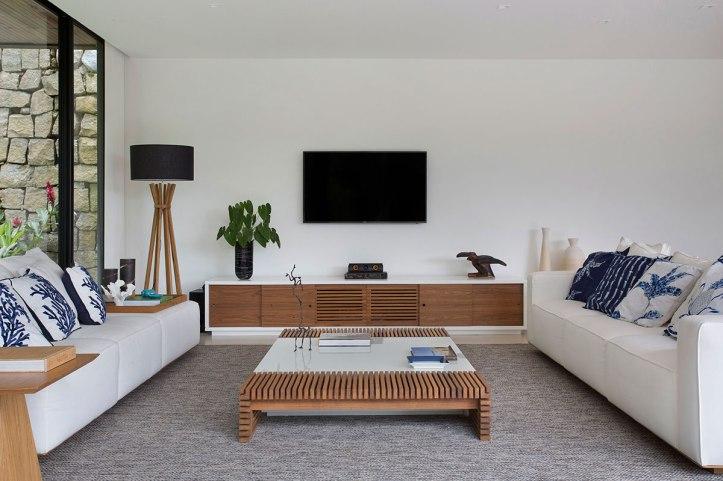 casa-portobello-22-vista-interna-estar-sala-vidro-interior-decoração-tripper-arquitetura