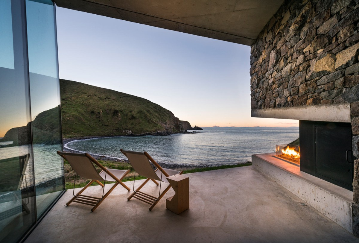 Seascape Retreat by Pattersons Architects