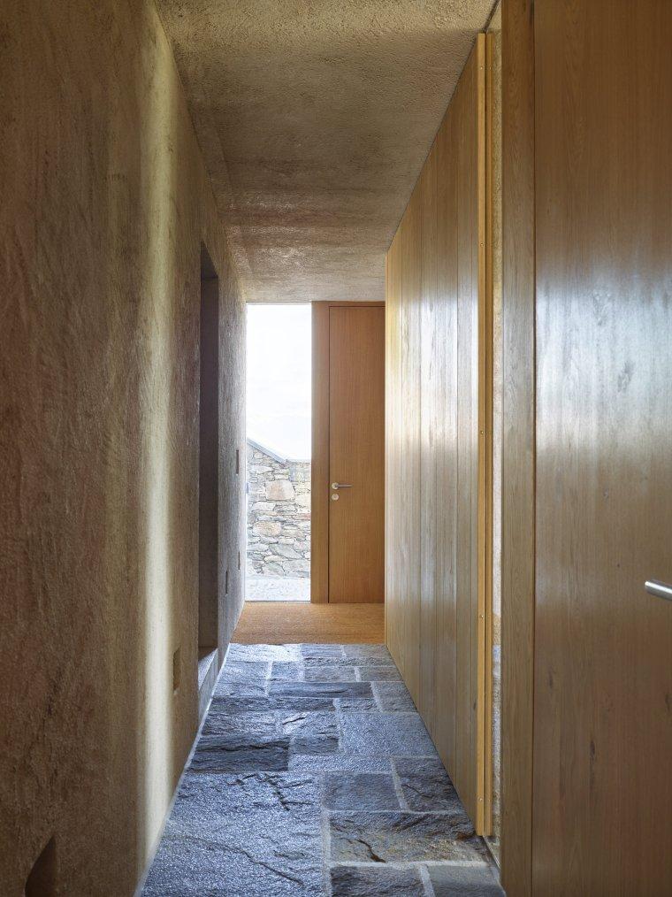 Lake house in Ascona by Wespi de Meuron Romeo architects 04