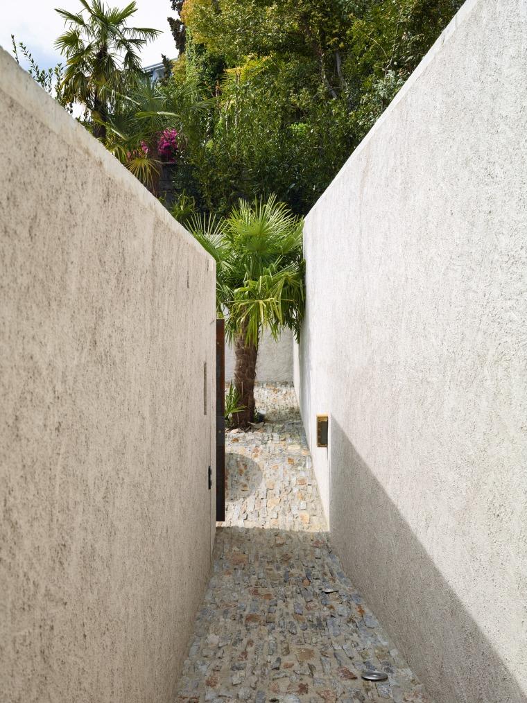 Lake house in Ascona by Wespi de Meuron Romeo architects 07