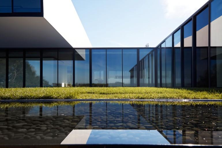 oz-by-stanley-saitowitz-natoma-architects-inc11-960