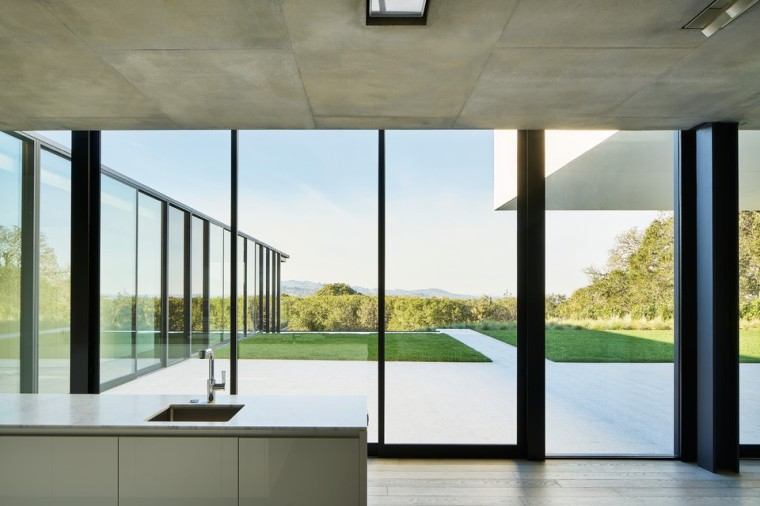 oz-by-stanley-saitowitz-natoma-architects-inc21-960