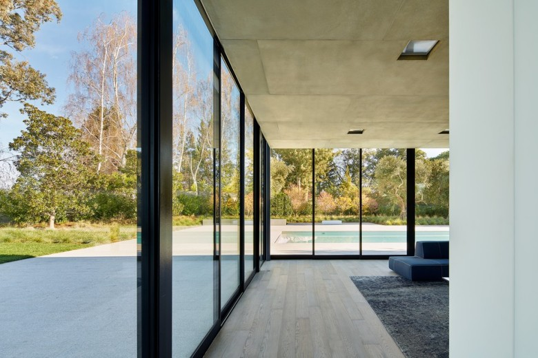 oz-by-stanley-saitowitz-natoma-architects-inc22-960