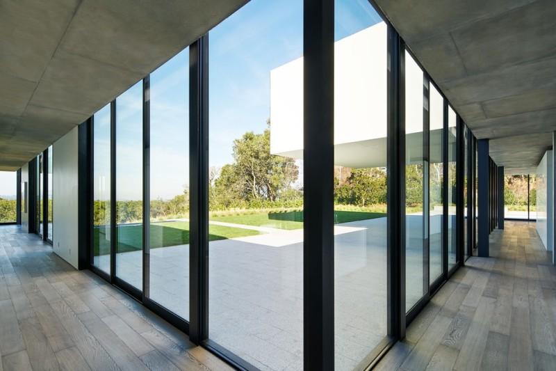 oz-by-stanley-saitowitz-natoma-architects-inc25-960