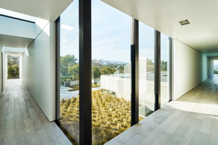 oz-by-stanley-saitowitz-natoma-architects-inc26-960