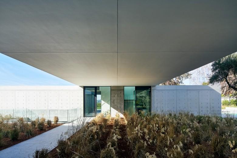 oz-by-stanley-saitowitz-natoma-architects-inc29-960