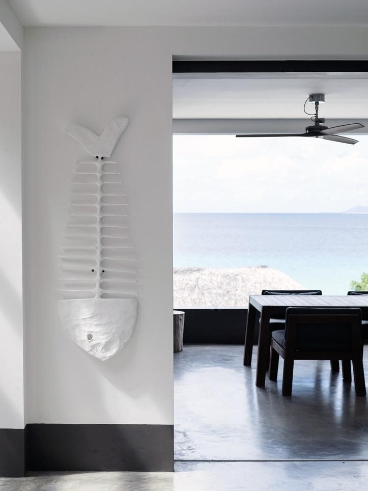 design-project-beach-villa-an-caribbean-anne-table-niek-armchair-rp-060-tall