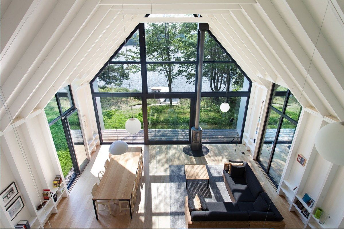 Window on the Lake by YH2Architecture