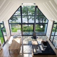 Window on the Lake by YH2 Architecture