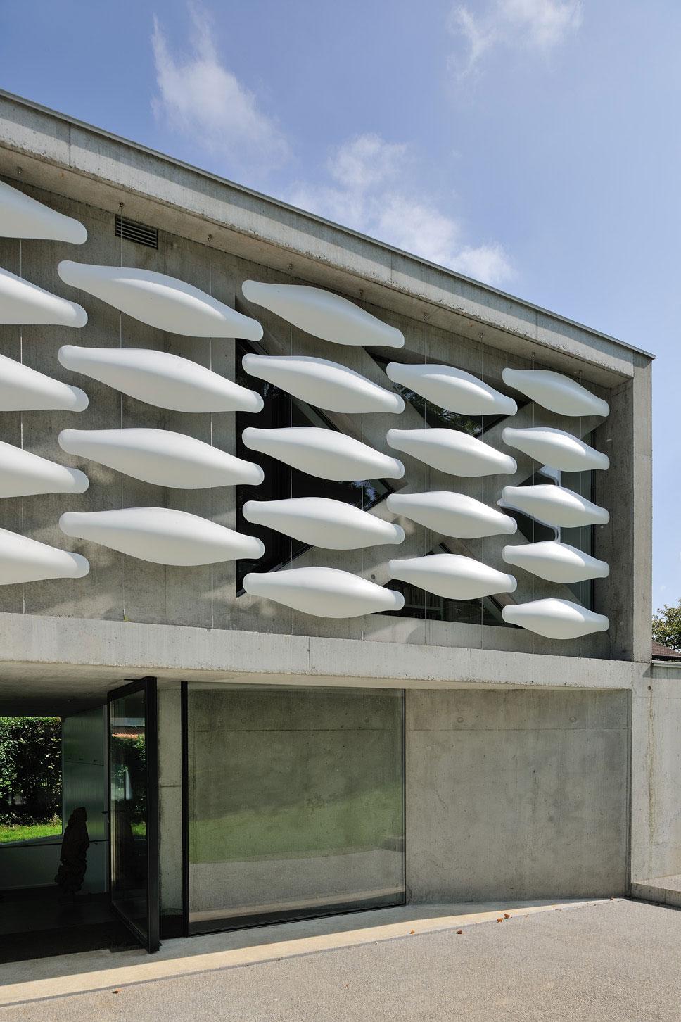 Maison au bord du lac 02 aum minassian architectes architecture maison contemporaine materiaux beton acier brut lac leman geneve haute savoie1