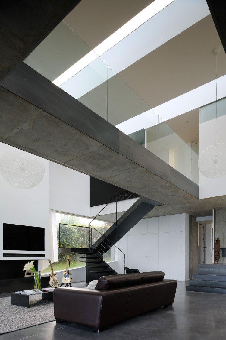 maison-au-bord-du-lac-03-aum-minassian-architectes-architecture-maison-contemporaine-materiaux-beton-acier-brut-lac-leman-geneve-haute-savoie