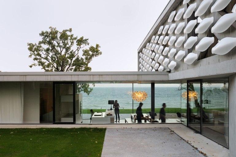 maison-au-bord-du-lac-04-aum-minassian-architectes-architecture-maison-contemporaine-materiaux-beton-acier-brut-lac-leman-geneve-haute-savoie
