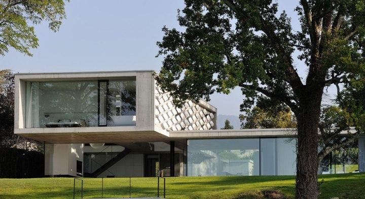 maison-au-bord-du-lac-05-aum-minassian-architectes-architecture-maison-contemporaine-materiaux-beton-acier-brut-lac-leman-geneve-haute-savoie