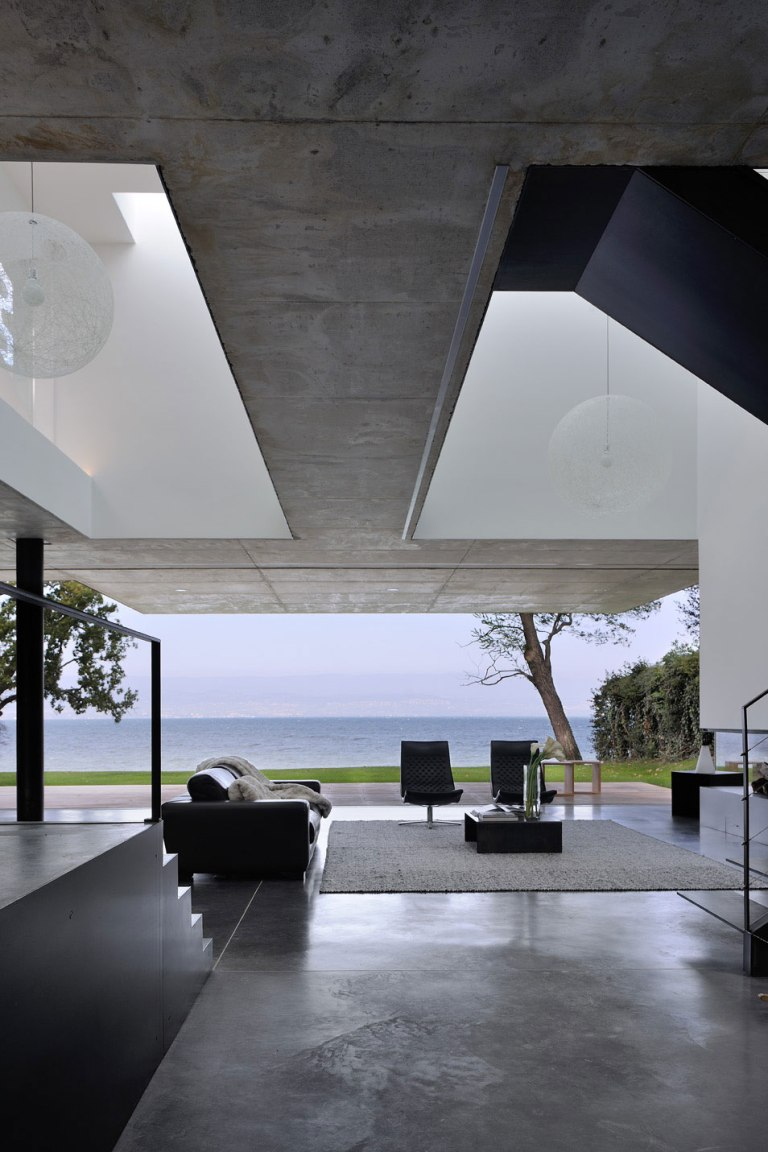 maison-au-bord-du-lac-06-aum-minassian-architectes-architecture-maison-contemporaine-materiaux-beton-acier-brut-lac-leman-geneve-haute-savoie