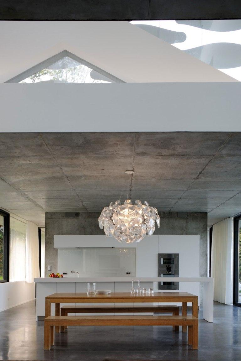 maison-au-bord-du-lac-07-aum-minassian-architectes-architecture-maison-contemporaine-materiaux-beton-acier-brut-lac-leman-geneve-haute-savoie