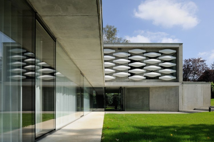 maison-au-bord-du-lac-09-aum-minassian-architectes-architecture-maison-contemporaine-materiaux-beton-acier-brut-lac-leman-geneve-haute-savoie