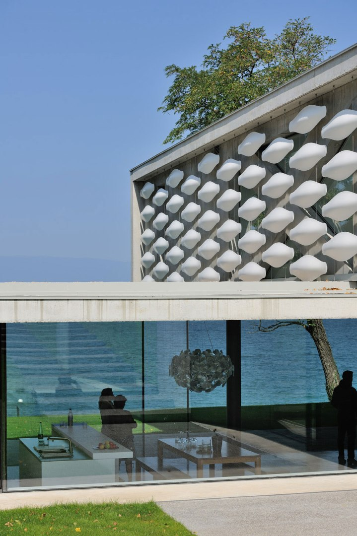 maison-au-bord-du-lac-10-aum-minassian-architectes-architecture-maison-contemporaine-materiaux-beton-acier-brut-lac-leman-geneve-haute-savoie