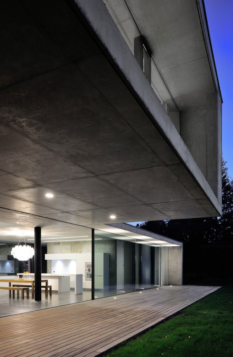 maison-au-bord-du-lac-14-aum-minassian-architectes-architecture-maison-contemporaine-materiaux-beton-acier-brut-lac-leman-geneve-haute-savoie