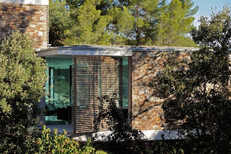 maison-mira-ra-01-aum-minassian-architectes-architecture-maison-contemporaine-materiaux-beton-acier-brut-sud-france-13