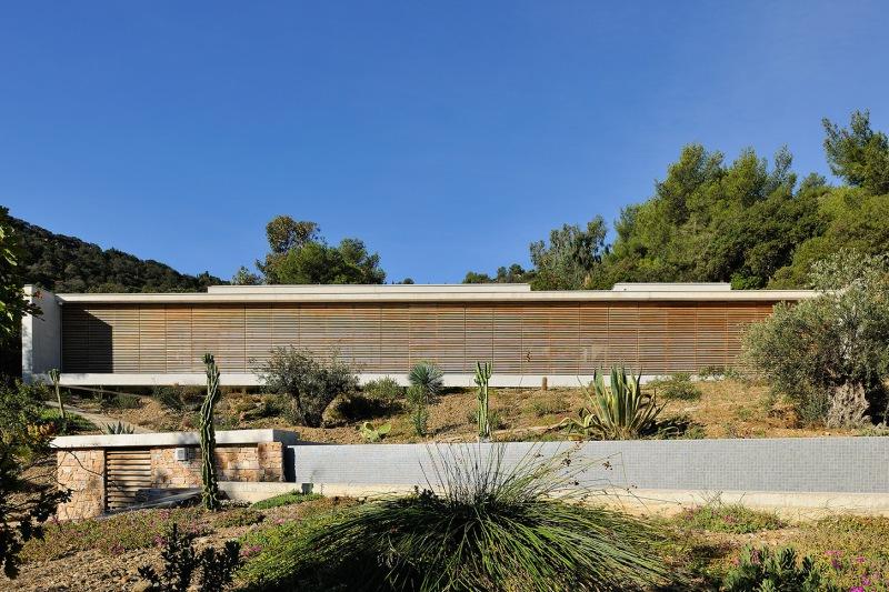 maison-mira-ra-01-aum-minassian-architectes-architecture-maison-contemporaine-materiaux-beton-acier-brut-sud-france-19