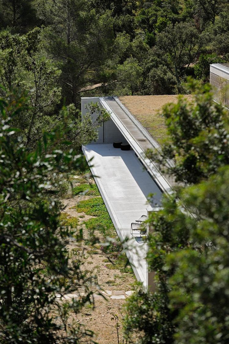 maison-mira-ra-01-aum-minassian-architectes-architecture-maison-contemporaine-materiaux-beton-acier-brut-sud-france-22