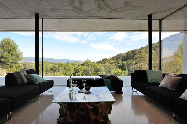 maison-mira-ra-01-aum-minassian-architectes-architecture-maison-contemporaine-materiaux-beton-acier-brut-sud-france-24