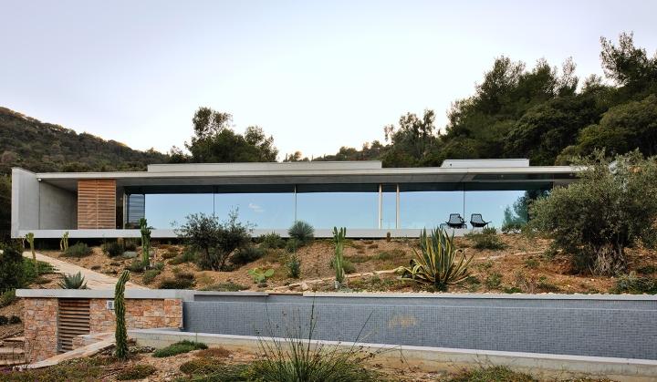 maison-mira-ra-01-aum-minassian-architectes-architecture-maison-contemporaine-materiaux-beton-acier-brut-sud-france-3