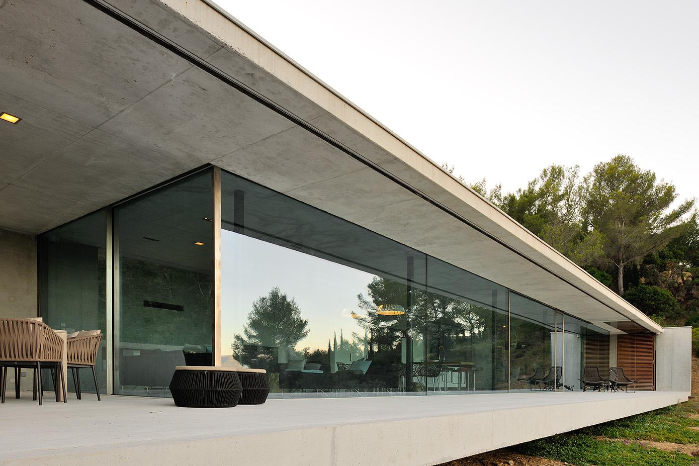 Maison mira ra 01 aum minassian architectes architecture for Architecture contemporaine