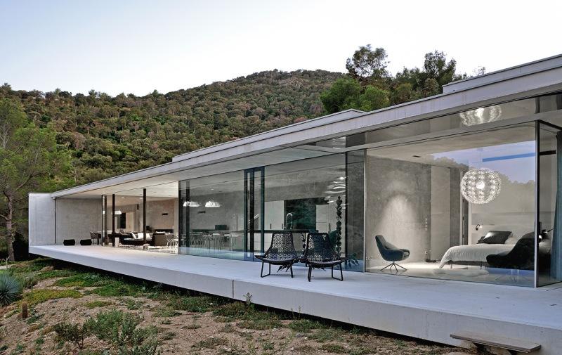 maison-mira-ra-01-aum-minassian-architectes-architecture-maison-contemporaine-materiaux-beton-acier-brut-sud-france-6