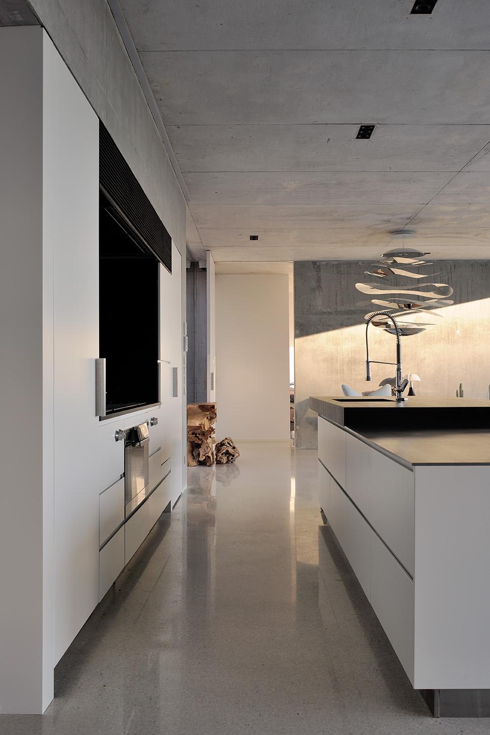 Maison mira ra 01 aum minassian architectes architecture maison contemporaine materiaux beton acier brut sud france 7
