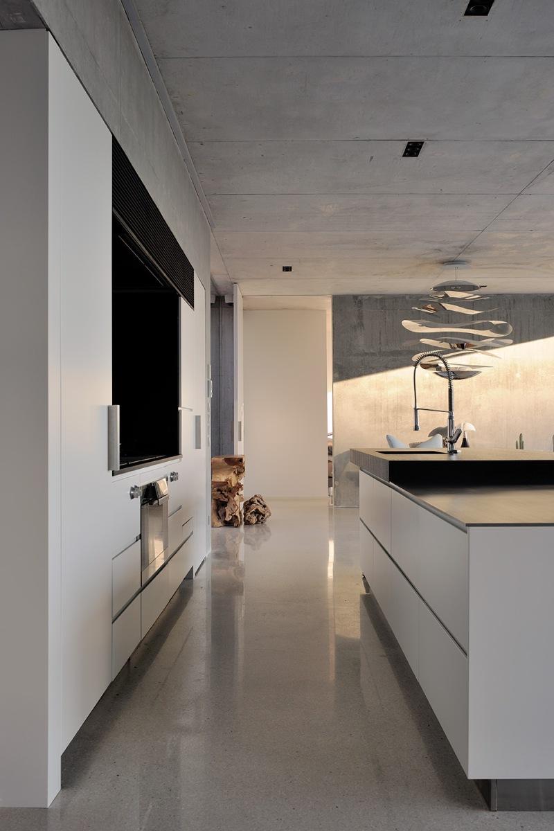 maison-mira-ra-01-aum-minassian-architectes-architecture-maison-contemporaine-materiaux-beton-acier-brut-sud-france-7