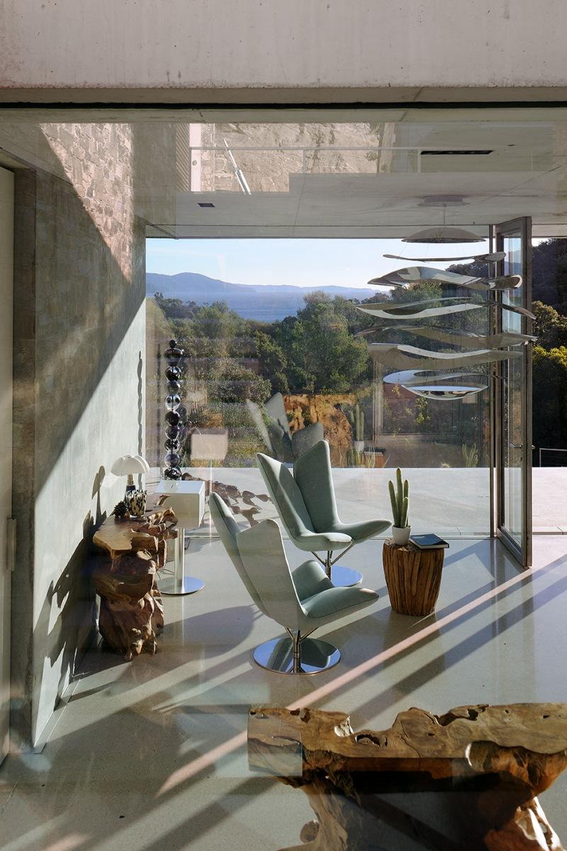 maison-mira-ra-01-aum-minassian-architectes-architecture-maison-contemporaine-materiaux-beton-acier-brut-sud-france-9
