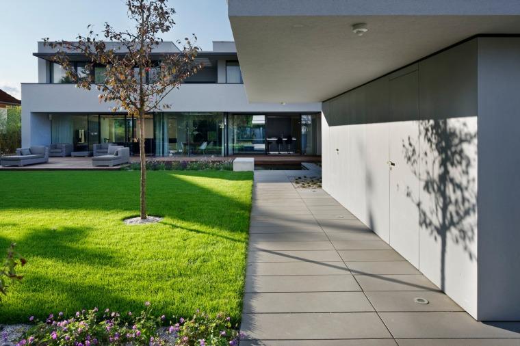 Villa Pruhonice by Jestico + Whiles 05