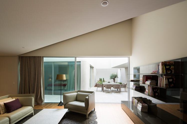 AGi-Architects_Wall-House_-Photo_8